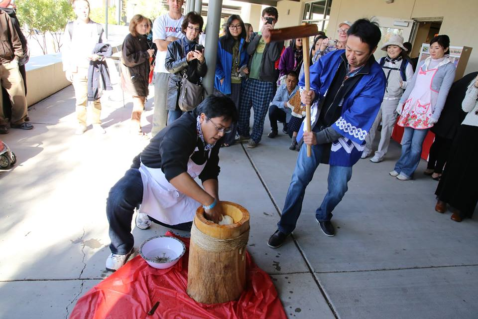 Mochi pounding at 2016 Japanese New Year's Mochitsuki, photo courtesy of James Tokishi